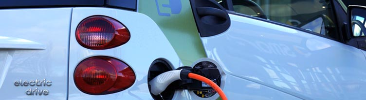Coche eléctrico recargando en Vitoria - Gasteiz